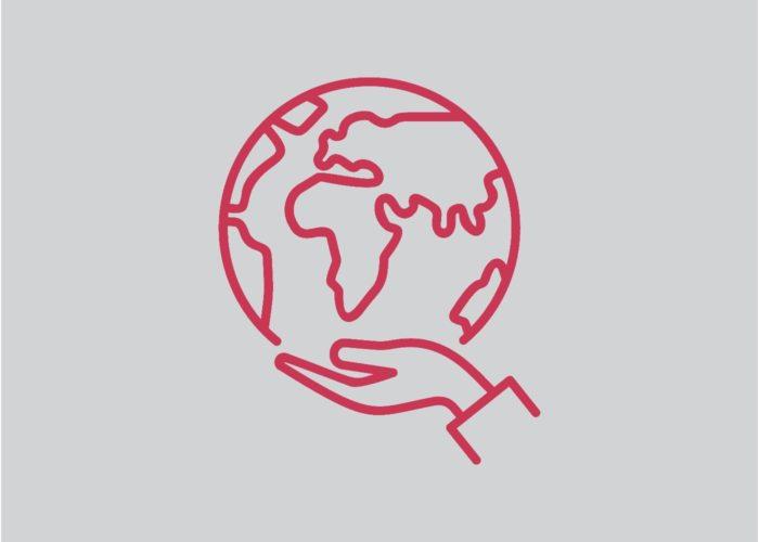 Hand hält symbolisch die Welt als Zeichen für soziale Verantwortung